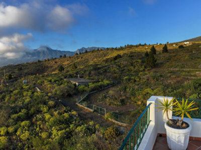 Blick von der Terrasse nach Norden auf die Caldera thumb